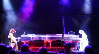 yoshiki hologram piano duo