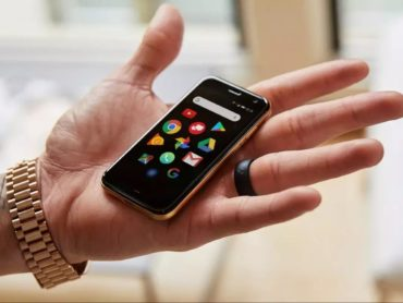 In A World Filled With Plus-Size Phones, Palm's New Phone Is Perfectly Petite!