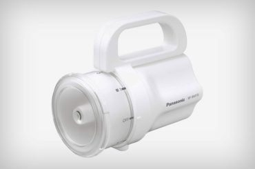 Panasonic's Any-Battery Flashlight Is A Great Example of Inclusive Design