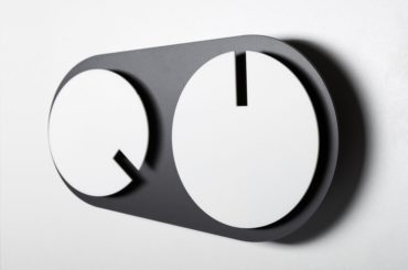 A CLOCK SEPARATING THE HOURS AND MINUTES