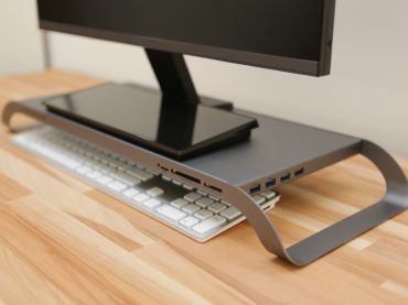 THE MONITOR STAND THAT TURNS YOUR LAPTOP INTO A DESKTOP