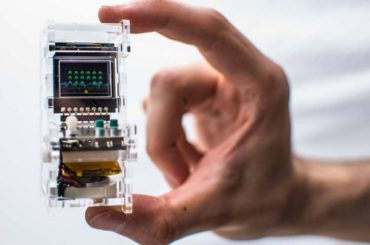 THE COOL AND TINY ARCADE THAT CAN FIT IN YOUR HANDS