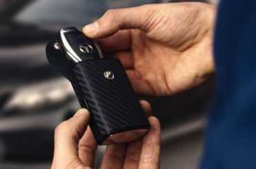 A CAR KEY CASE WITH A TOUCH OF CARBON FIBER