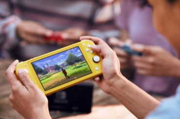 NINTENDO SWITCH LITE MAKES IT EASY TO PLAY