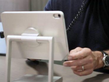 DOCKING STATION TURNS IPAD INTO COMPUTER
