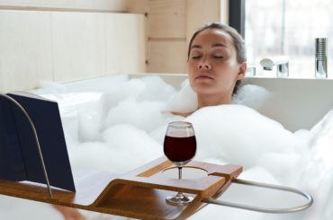 THE BATHTUB CADDY TRAY THAT CAN MAKE YOU HAPPY