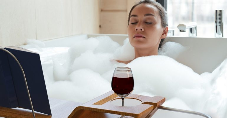 THE BATHTUB CADDY TRAY THAT CAN MAKE YOU HAPPY