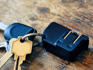 SMARTPHONE CHARGER ON YOUR KEYCHAIN