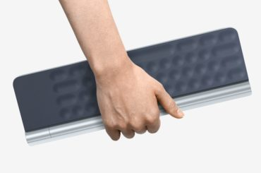 THIS KEYBOARD PROJECTS YOUR SCREEN DIRECTLY ON YOUR RETINA