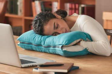 DOUBLE FACED PILLOW THAT MAKES YOU SLEEP
