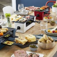 DAISYCHAINED HOT PLATES FOR YOUR KITCHEN TABLE