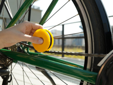 OIL UP YOUR BIKE CHAIN IN A DASH