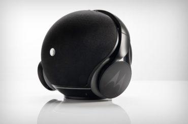A SPEAKER SPHERE & HEADPHONE BY MOTOROLA