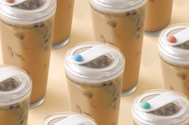 A STRAWLESS BUBBLE TEA GLASS: TO HELP WITH THE ENVIRONMENT