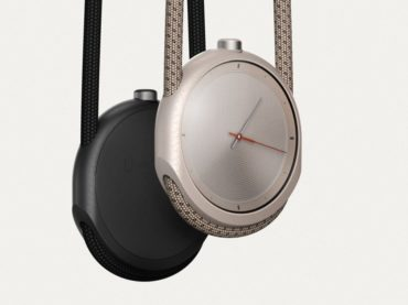 WEAR THIS WEARABLE WATCH LIKE A NECKLACE