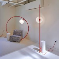 MINIMALIST LAMP ON A HOOP STUCK INSIDE A CONCRETE