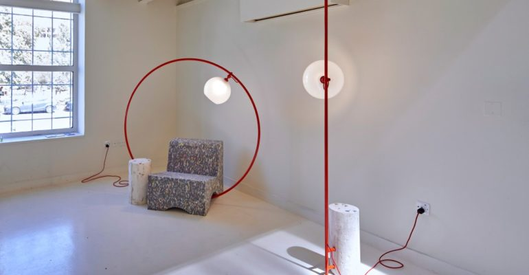 MINIMALIST LAMP ON A HOOP STUCK INSIDE A CONCRETE